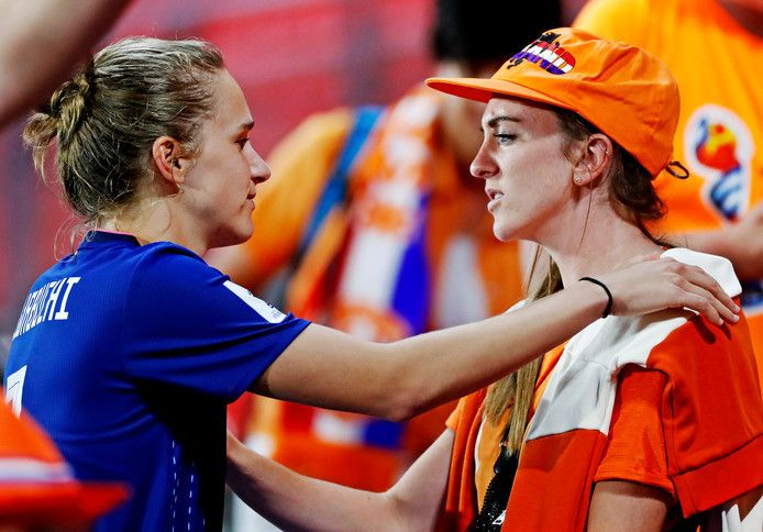 Vivianne Miedema says top men's player coming out would tackle homophobia - Bóng Đá