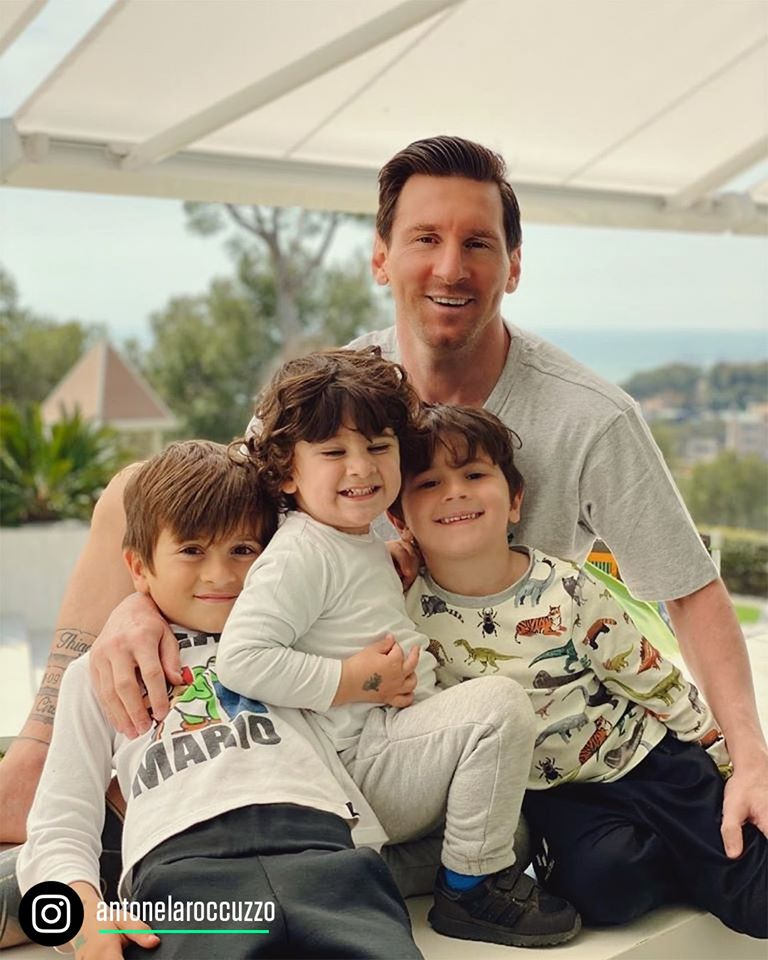 Leo Messi with the family on Father's Day in Spain, without a beard - Bóng Đá